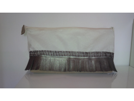 TROUSSE DE TOILETTE FOND MARRON GLACE STRASS ET FRANGES SIMILI CUIR